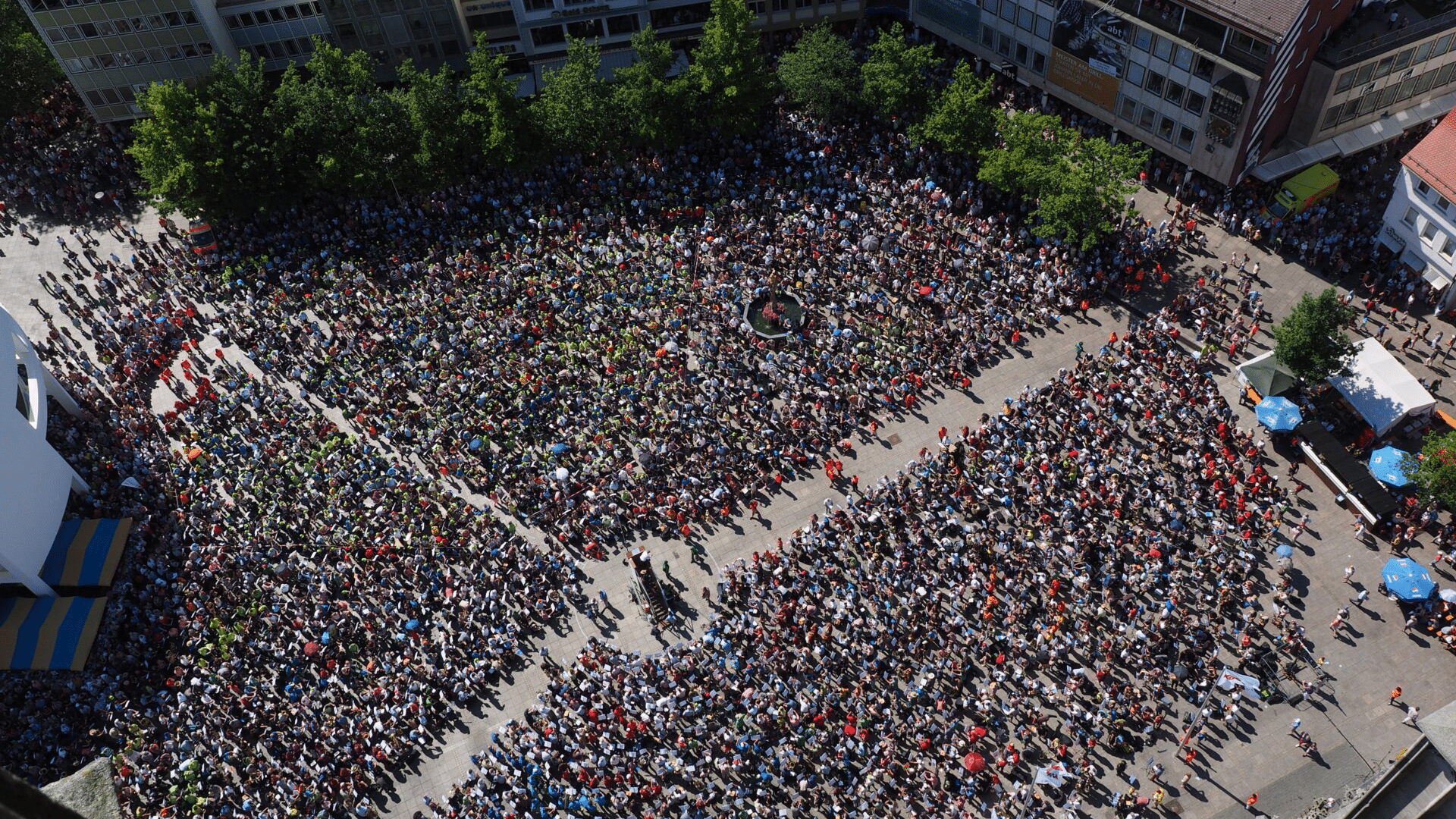 aerial pictures of big group of people